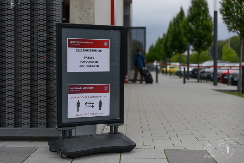 Preeseeingang FC Bayern Campus