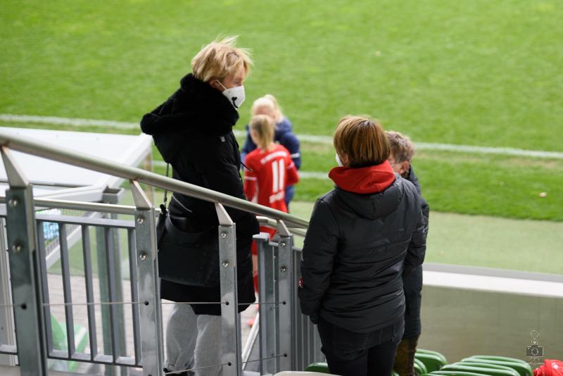 Martina Voss-Tecklenburg im Gespräch mit Bianca Rech und Karin Danner.